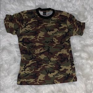 NWOT Kylie shops camo shirt